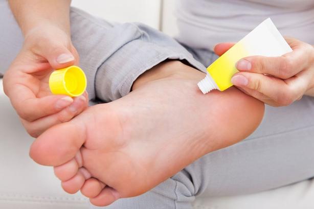 cremas para eliminar el mal olor de pies