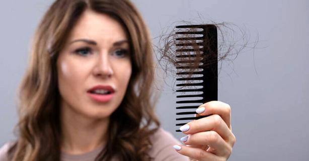 caída del cabello peine
